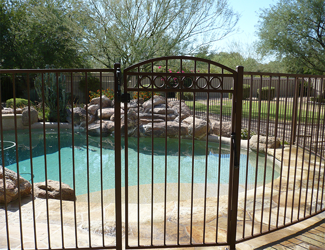 Which Swimming Pool Fence Should You Choose For Safety And