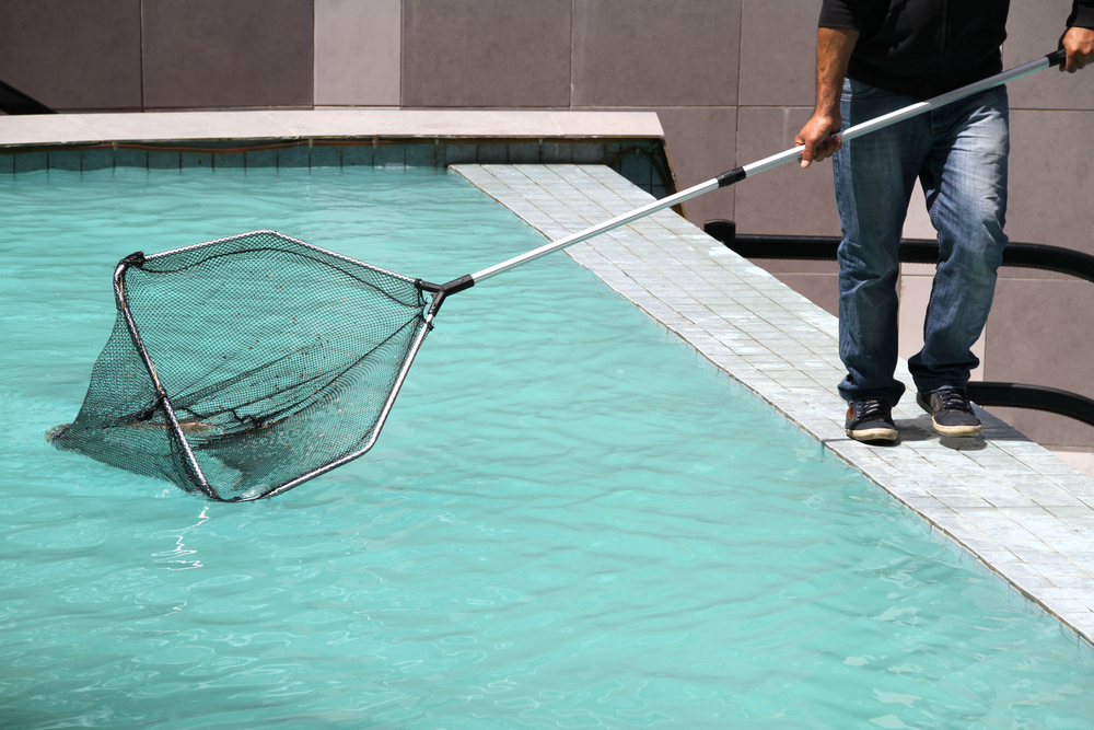 keeping your swimming pool clean while out of town